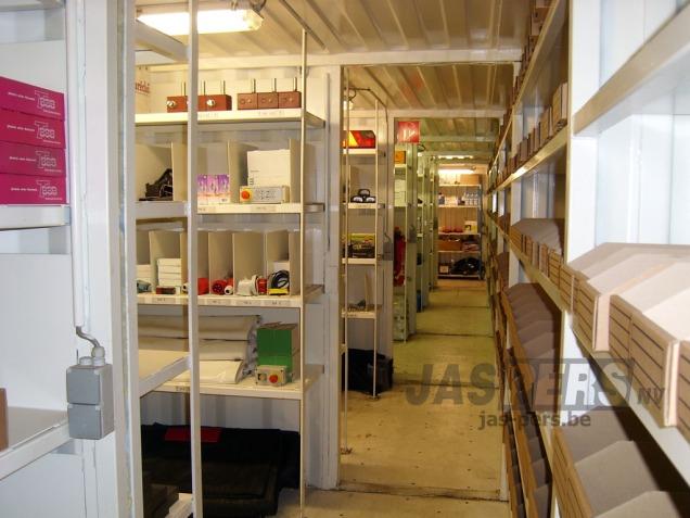 Magazijn met meer dan 1000 verschillende onderdelen op voorraad