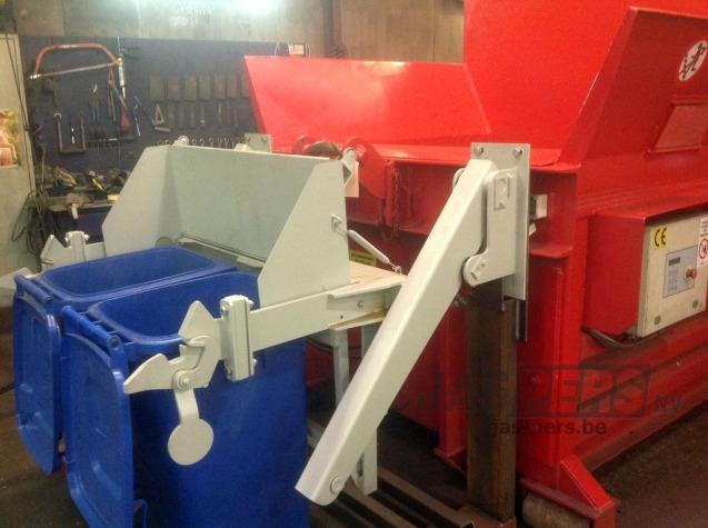 Plaatsing kantelaar op zeflperser 1800 voor containers van 240 en 1000 liter