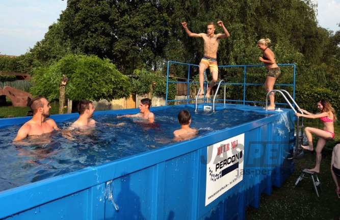 Zwembadcontainer Foto : Raymond van Beygaerden